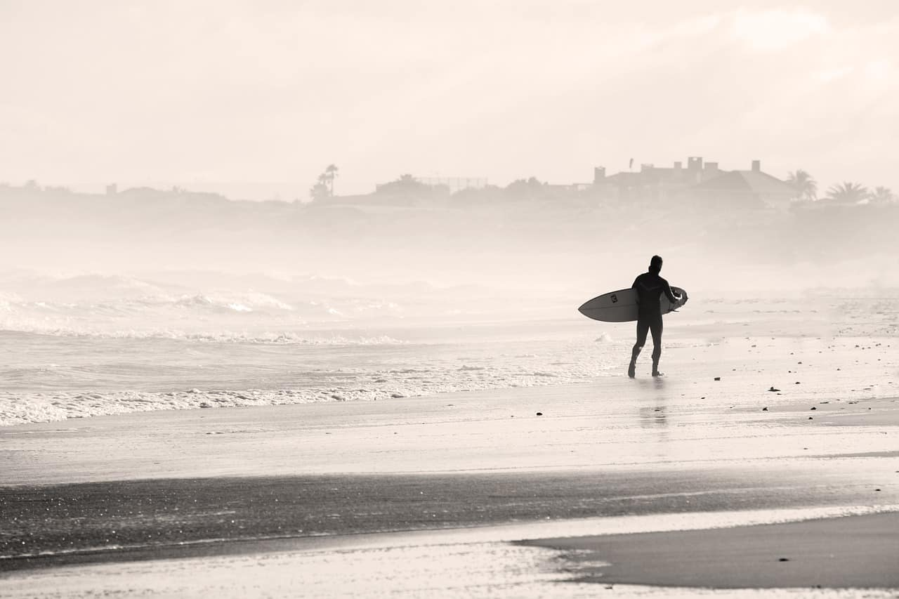 Quels accessoires GoPro prendre pour aller surfer